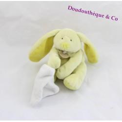 Doudou lapin DOUDOU ET COMPAGNIE jaune mouchoir blanc fleur 16 cm