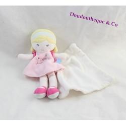 Doudou poupée SUCRE D'ORGE cajou blonde robe rose mouchoir blanc 22 cm