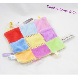 Doudou plat carré CMP étiquettes patchwork un rêve de bébé multicolore 15 cm