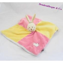 Doudou plat lapin CP INTERNATIONAL rose et jaune coeur