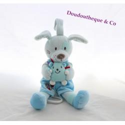 Doudou musical chien TEX BABY cocard et doudou dans les mains 25 cm
