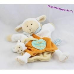 Doudou marionnette Mouton DOUDOU ET COMPAGNIE avec bébé orange