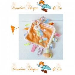 Doudou plat Lapin TIAMO orange étiquettes multicolores 22 cm