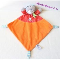 Doudou plat chat MOTS D'ENFANTS losange orange rouge foulard vert Leclerc